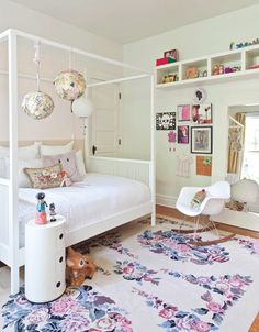 Girl's bedroom - like pictures and hanging shelves up high