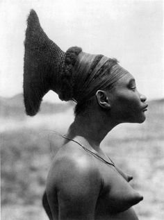 Wife of a Mangbetu chief, Belgian Congo  Nobosodrou, a Mangbetu woman in the Belgian Congo (now the Democratic Republic of the Congo) Photograph by Leon Poirier and George Specht during the French Citroen Expedition through Africa, March 1925.  Frau eines Mangbetu-Häuptlings, Belg.-Kongo Wife of a Mangbetu chief, Belgian Congo Fem-me d'un chef Mangbetu, Congo Beige La sposa di un Capo Mangbetu, Congo belga