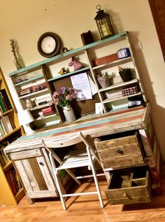 Antique Pallets Wood Desk with Shelves | 99 Pallets