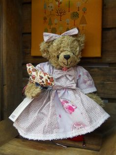 Martine, ours de créateur, pièce unique, http://www.lamaisondemathurine.com/ours-en-peluche-de-createur/les-ours-demoiselles-et-messieurs/