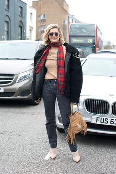31 Winter Outfit Ideas - Your Daily #OOTD Inspiration for This Winter: Black Jeans and Plaid Scarf