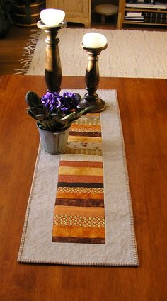 nice fall table runner idea (could change to red/greens for christmas table runner) Patchwork Table Runner, Table Runner And Placemats, Quilted Table Runners, Fall Sewing Projects, Quilting Projects, Modern Table Runners, Place Mats Quilted, Quilted Table Toppers, Fall Quilts
