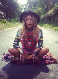 ╰☆╮Boho chic bohemian boho style hippy hippie chic bohème vibe gypsy fashion indie folk the . Hippie Goth, Mode Hippie, Estilo Hippie, Hippie Bohemian, Boho Gypsy, Hippie Chic, Gypsy Style, Hippie Style, Bohemian Style