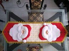 Caminho de mesa de natal com molde para imprimir: molde e modelos para fazer em casa Christmas Art, Christmas Projects, Xmas Table Decorations, Diy Hair Bows, Felt Diy, Table Toppers, Machine Quilting, Homemade Gifts, Kids Rugs