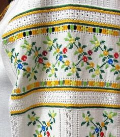 Smocking Plates, Palestinian Embroidery, Drawn Thread, Filet Crochet, Akita, Cross Stitch, Arts And Crafts, Traditional, Costumes