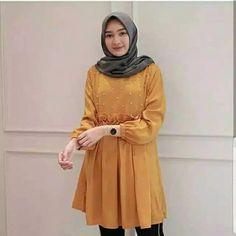 MF Alma tunik Muslim Fashion, Hijab Fashion, Fashion Outfits, Womens Fashion, Casual Hijab Outfit, 2 Instagram, Batik Dress, Office Outfits, Dress Patterns