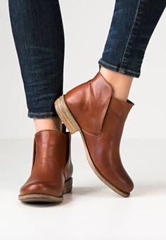 9aa025639624 De 8 beste bildene for Støvletter sko boots