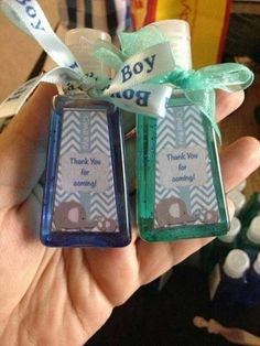 Great Screen Baby Shower Favors hand sanitizer Popular There are plenty of tips for baby shower designs along with we're finding many adorable and different movement. Regalo Baby Shower, Baby Shower Cakes, Baby Shower Parties, Baby Shower Themes, Shower Ideas, Shower Bebe, Baby Boy Shower, Baby Shower Gifts, Baby Shower Souvenirs