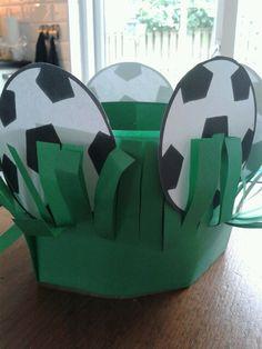 Klasversiering - voetbal http://media-cache-ak0.pinimg.com/originals/2d/c9/11/2dc911991e7fc3822353160d87585b90.jpg
