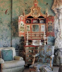 By interior designer Ann Getty, one of my very favorite Chinoiserie design bedrooms ideas house design Chinoiserie Elegante, Chinoiserie Wallpaper, Asian Decor, Beautiful Interiors, Painted Furniture, Geek Furniture, Plywood Furniture, Pallet Furniture, Custom Furniture
