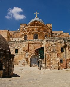 The Church of the Holy Sepulchre. It is revered as the Hill of Calvary and said contain the burial site of Jesus. Jerusalem, The Places Youll Go, Places To Visit, Terra Santa, Israel Travel, Church Building, Christian Church, Ancient Ruins, Holy Land