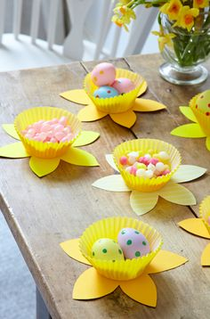 How to make sweet-filled Easter daffodils with the kids Spring Crafts, Holiday Crafts, Fun Crafts, Easter Projects, Easter Crafts For Kids, Easter Party, Easter Gift, Daffodil Craft, April Easter