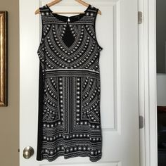 XL Banana Republic dress. Gently used. Worn X2 Black and white Banana Republic dress. XL. Sleeveless. Worn 2-3 times. Non smoking no pet home. Cared for according to tag instructions. Banana Republic Dresses