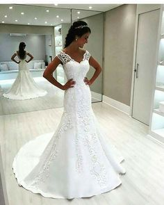 LOVE this wedding dress!!!