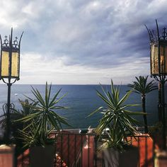 Le soleil a finalement fait une courte apparition à midi avant de repartir... Ca tombe bien finalement quand on bosse... on avait notre grande Réunion annuelle et le cadre était sympa! Et vous? Bonne journée?  #hotel #saintpaul #nice #cotedazurnow #cotedazur #frenchriviera #sea #mer #sun #soleil