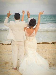#weddingphotos #beachwedding #weddingposes
