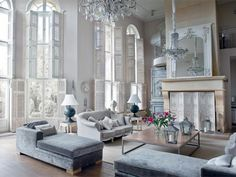 In a traditional living room, classically designed furniture and warm colours come together to create an inviting space for entertaining.Class it up with inspirationalideasforformal classic livingrooms! Here are someideasfor bringing...