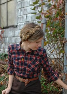 """I couldn't resist using this very cozy autumn photo again…feminine and charming."""