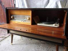 1000 id es sur le th me tourne disques sur pinterest radios tourne disques d 39 poque et platine. Black Bedroom Furniture Sets. Home Design Ideas