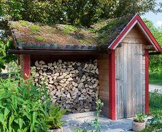 Wir sagen, wie Sie das Brennholz für Ihren Ofen oder Kamin richtig lagern, damit es im Kamin stimmungsvoll brennt und nicht nur müde raucht.