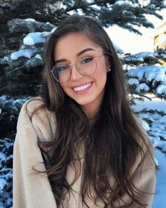Poses To Mimic - Aufloria - Poses To Mimic – Aufloria - in 2020 Glasses Outfit, Fashion Eye Glasses, Makeup For Glasses, Glasses Frames Trendy, Girls With Glasses, Girl Glasses, Stylish Glasses For Women, Glasses Trends, Lunette Style