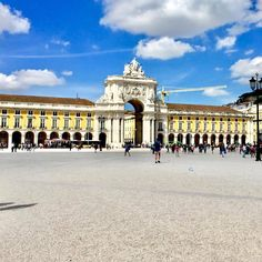 ‪It is a stone, triumphal arch-like, historical building on the Praça do Comércio. It was built to commemorate the city's reconstruction after the 1755 earthquake. Top Destinations, Natural Wonders, Lisbon, All Over The World, Arch, Louvre, Vacation, Stone, Eat