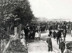 A large crowd of onlookers watch a procession of Argyll & Sutherland Highlanders along the sea front in Campbeltown, late 1890s/early 1900s. It is likely that the soldiers are either heading to, or returning from, South Africa