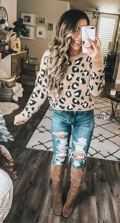 37 Wonderful Ripped Jeans Idea for spring Outfit - Fashionmgz Stylish Winter Outfits, Warm Outfits, Casual Fall Outfits, Fall Winter Outfits, Autumn Winter Fashion, Cute Outfits, Look Fashion, Fashion Outfits, Womens Fashion