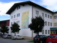Großaufnahme von unserem Fassadengemälde für die Volksschule in A-6323 Bad Häring