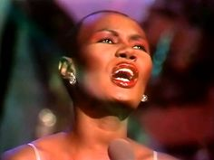 Grace Jones - La Vie En Rose - ( Alta Calidad ) HD