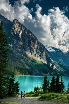 Randy Quayle- Lake Louise- Canada - Holiday Resort - isabell b. Landscape Photography, Nature Photography, Photography Timeline, Dslr Photography, Photography Tutorials, Photographie Portrait Inspiration, Beautiful Places, Beautiful Pictures, Nature Wallpaper