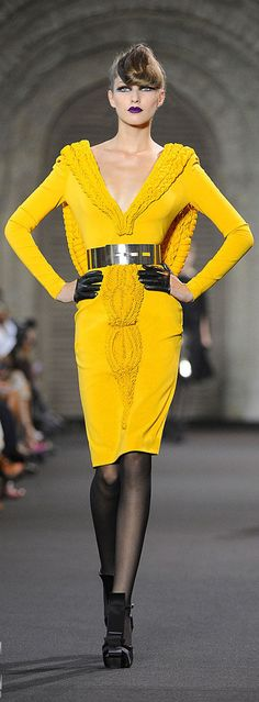 ✜ Stéphane Rolland - Couture - Fall-Winter 2011 ✜ http://www.vogue.it/en/shows/show/fw-11-12-haute-couture/stephane-rolland/collection/408595