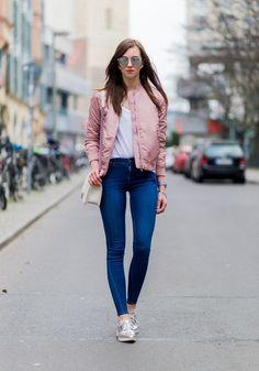 La primavera está cada vez más cerca y los abrigos se alivianan. Que no falte una campera bomber en tu armario! Y si es rosa... <3