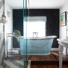 Brimming with style and personality, the charming Artist Residence in the historic old quarter of Penzance is a boutique hotel and art gallery all rolled in to one! Full story coming soon. Bathroom Inspiration, Interior Inspiration, Design Inspiration, Cast Iron Bath, Bathroom Goals, Bathroom Ideas, Bathroom Trends, Bathroom Inspo, Gravity Home