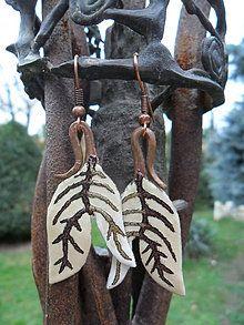 Jesenný list / KatarinaKondacova - SAShE.sk - Handmade Náhrdelníky Wind Chimes, Christmas Ornaments, Holiday Decor, Outdoor Decor, Earrings, Autumn, Handmade, Ear Rings, Stud Earrings
