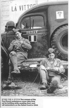 World War II, Women of the Free French ambulance corps take time for knitting while awaiting their next call somewhere on the Italian front. Knitting Humor, Knitting Projects, Knitting Patterns, Knitting Tutorials, Loom Knitting, Knitting Socks, Free Knitting, Stitch Patterns, Crochet Patterns