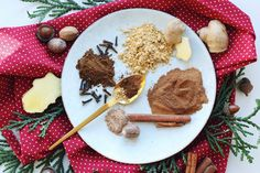 Simple homemade Christmas gingerbread cookie spice mix