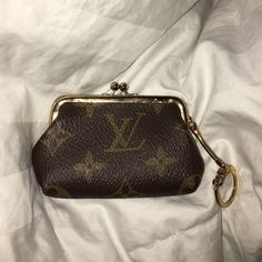 Louis Vuitton vintage kiss lock coin purse Authentic! make an offer Louis Vuitton Bags