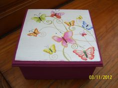 Risultati immagini per Cajas con Decoupage Painted Boxes, Wooden Boxes, Hand Painted, Decoupage Box, Decoupage Vintage, Acrylic Paint On Wood, Painting On Wood, Tea Box, Butterfly Crafts