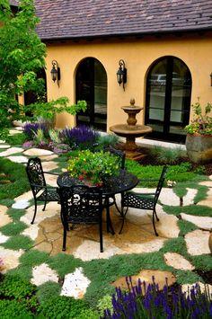 16 Insanely Beautiful Courtyard Garden Ideas With A Wow Factor #outdoors #outdoorliving #courtyard #garden #dining