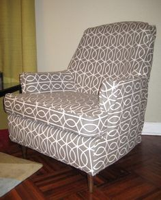 DIY easy reupholster your chair! Furniture Projects, Home Projects, Diy Furniture, Upcycled Furniture, Furniture Design, Custom Slipcovers, Slipcovers For Chairs, Slipcover Chair, Chair Upholstery