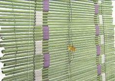 Les presento una buena idea para realizar con diarios / periodicos viejos y decorar la casa. Es una cortina o persiana tipo esterilla, pero ...