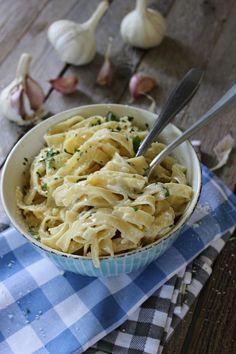 Pasta a la cazuela con salsa de ajo :: Těstoviny z jednoho hrnce s česnekovou omáčkou