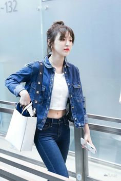 Wendy at Incheon Airport to Taipei for SBS Super Concert Miss wanda hello abs💙🔥… Kpop Fashion, Daily Fashion, Korean Fashion, Fashion Outfits, Airport Fashion, Seulgi, Wendy Red Velvet, Red Velvet Irene, Cute Crop Tops