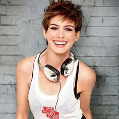 Anne Hathaway can do no wrong when it comes to her pixie.