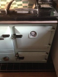 "Nigel smith on Twitter: ""An Aga, which is a cast iron range. Built-in thermometer on front."" Pinned with permission."