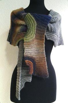 Bona Notte - ein Schal oder ein Tuch, mach was du willst damit. Durch Verwendung des Querrippenmusters kann man es als Tuch um die Schultern drapieren oder über dem Mantel als Schal um den Hals wickeln. Oder um die Hüfte werfen. Es schmiegt sich um jede