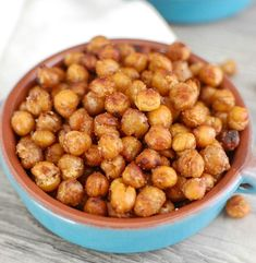 Crunchy Roasted Chickpeas are a great snack for the whole family and can be made sweet or spicy or even plain with a drizzle of olive oil. They are vegetarian, vegan, gluten free and offer you fiber and protein.// A Cedar Spoon Gourmet Recipes, Vegan Recipes, Snack Recipes, Cooking Recipes, Roasted Chickpeas Healthy, Healthy Snacks For Weightloss, Clean Eating Snacks, Healthy Eating, Diet Snacks