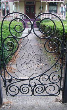 Metal Garden Gates, Metal Gates, Metal Garden Art, Wrought Iron Decor, Wrought Iron Gates, Art Fer, Chicken Wire Art, Iron Gate Design, Iron Art