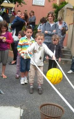 Diy Crafts - -Team building games for kids youth activities 19 Ideas games Youth Group Games, Youth Activities, Activity Games, Family Games, Fun Games, Team Games For Kids, Movement Activities, Building Games For Kids, Team Building Activities